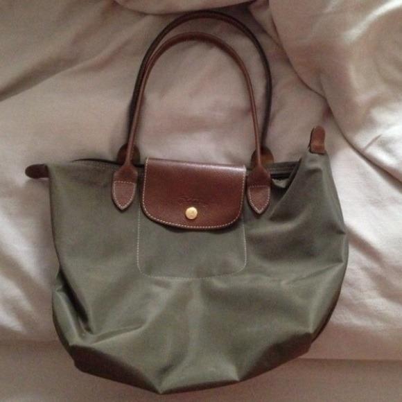 0f2237cde003 Longchamp Handbags - AUTHENTIC - olive green longchamp le pliage bag
