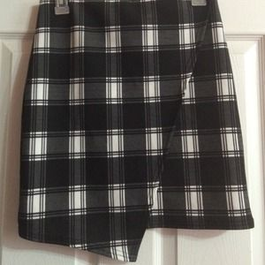 White and black plaid asymmetrical skirt