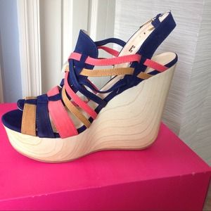 shoedazzle Shoes - Wedge sandals ❗️REDUCED