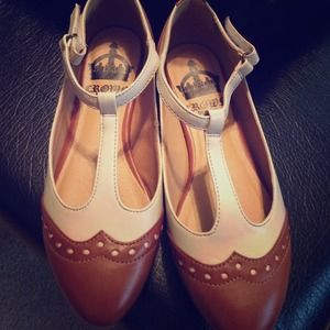 Vintage inspired oxford cutouts