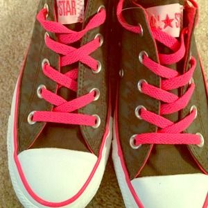Houndstooth gray and pink converse