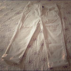 🌸Sale🌸Levi's white crop jean pants Sz 27 NWOT