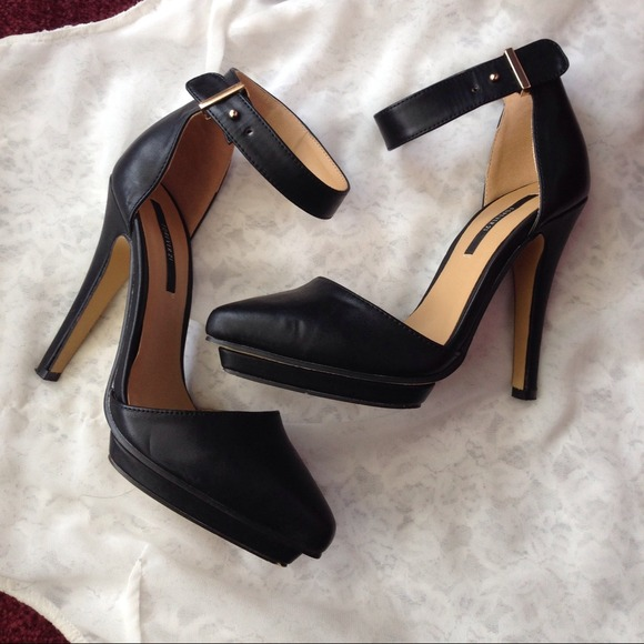 Peep Toe Shoes With Straps