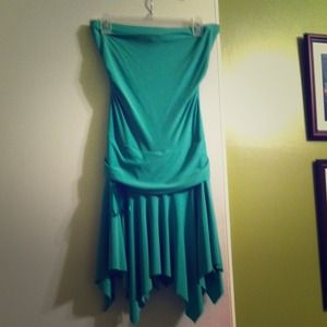 Dresses & Skirts - Bright green strapless dress
