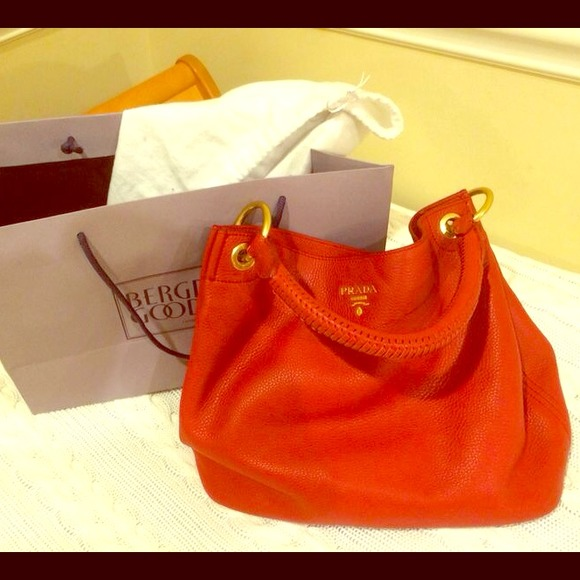 PRADA Vitello Daino single strap hobo bag red❣. M 53c89aa83ddfd46c360d085b 33e47baa9fcf4