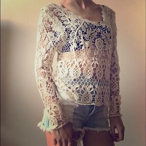 ⬇️PRICE REDUCED⬇️Crochet LONG STEEVE TOP