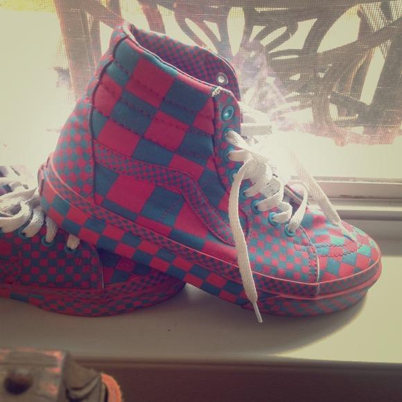 b9365a153d ... Pink Checkered Vans. M 53cabe73e6ce285c4b1b01a3