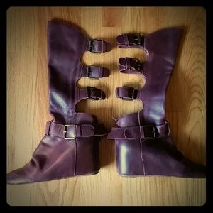 Leather boots with buckles