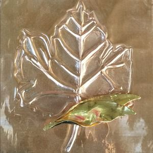 Jewelry - 🎉HP🎉Vintage Cathe Leaf Brooch Pin in Gold Tone