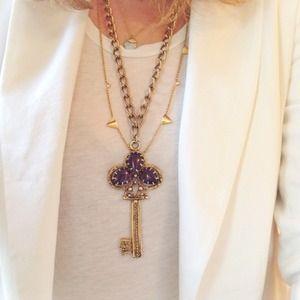 Jewelry - Vintage Key Necklace!