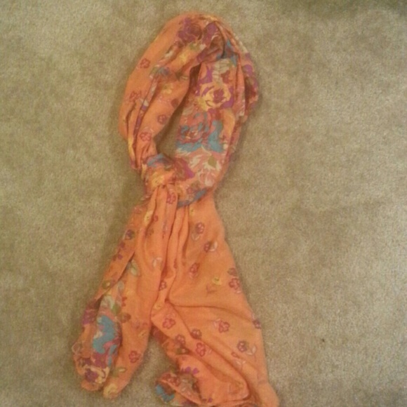 Accessories - Oversized floral scarf