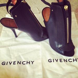 HPGivenchy open toe gold zipper sandals size 9