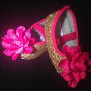 Shoes - Infant size 3 gold glitter shoes with pink bow!