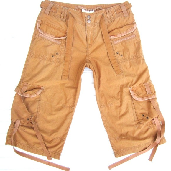 88% off Da Nang Pants - Da Nang Khaki Cargo Capri Pants from ...