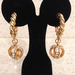 Jewelry - Clipped gold earrings