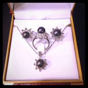 Jewelry - Genuine fresh water black pearl jewelry set nib