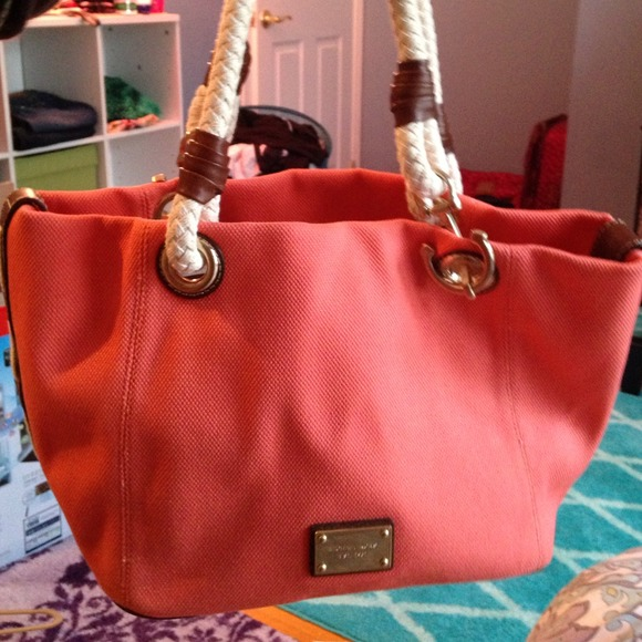 90996ee863 Authentic Coral Michael Kors Beach Bag. M 53cffb1632fe1402752ef359