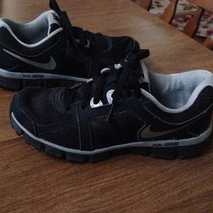 Nike black dual fusion training sneakers