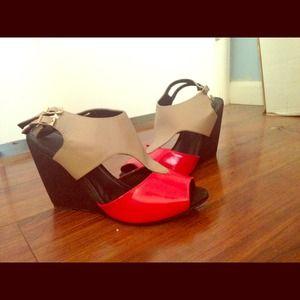 Shoes - Fashion foward wedges😍👠👡