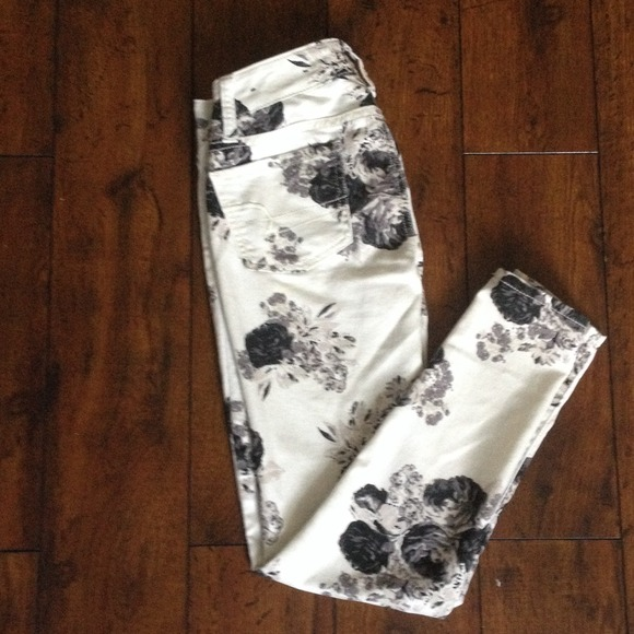 American Eagle Outfitters Pants Black And White Floral