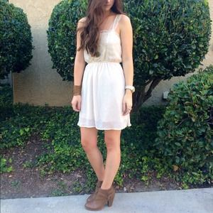 Dresses & Skirts - Ivory lace trim dress