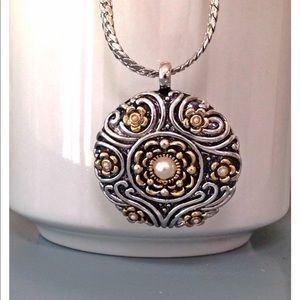 Jewelry - NWOT gold and silver toned pendant necklace🎉HP🎉