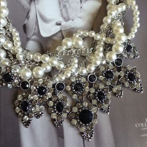 Jewelry - Pearls meets Metal Statement Necklace