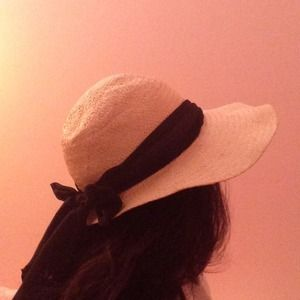 👒 Ribboned straw hat 👒
