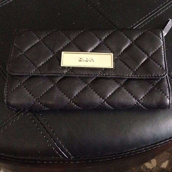 57% off DKNY Clutches & Wallets - DKNY classic black quilted ... : black quilted wallet - Adamdwight.com