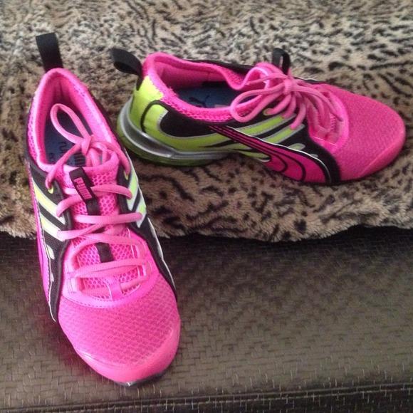 850bf9db91c9 PUMA Women s Voltaic 4 Running Shoe. M 53d407a54845e61a8e104c27