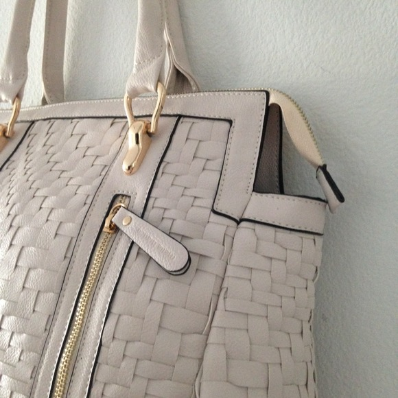 Melie Bianco Bags - ❎SOLD❎  White vegan leather woven purse