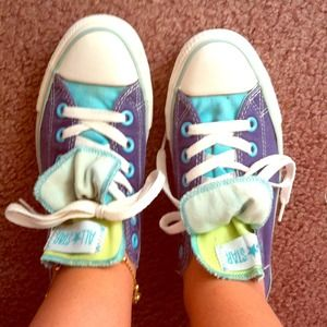 Size 7 Converse sneakers