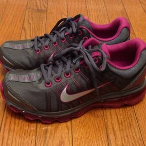Nike Airmax Workout Shoes