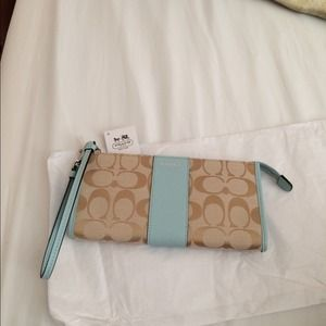 Coach Zippy Wallet/Wristlet