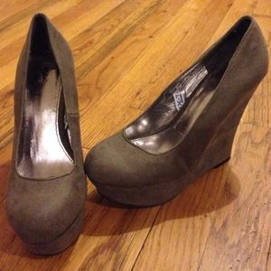 Shoes - 🚫SOLD🚫Grey Wedges