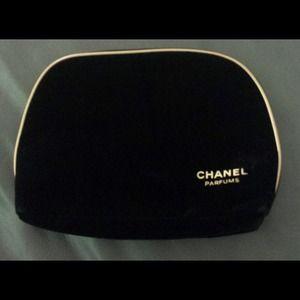 Nice CHANEL parfums bag