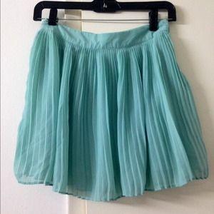 Forever 21 pleates skirt