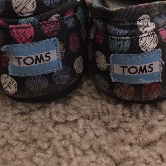 27 off toms shoes women s dotted toms size 8 5 from lauren s close
