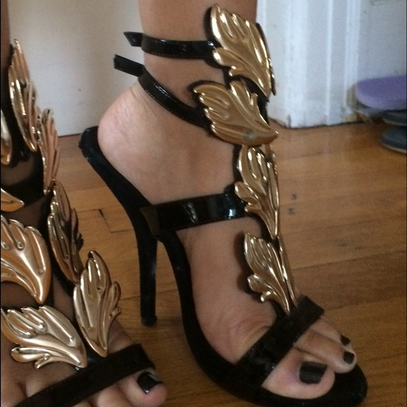 fake giuseppe zanotti heels with the wings