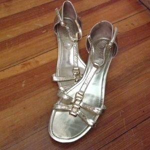 Enzo Angiolini Shoes - ☀️Gold Enzo Anglioni strappy sandals