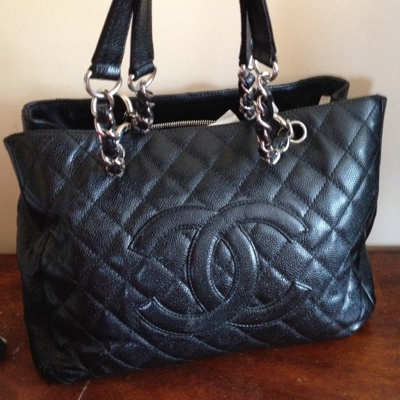 022aafbca186 CHANEL Handbags - Chanel black tote