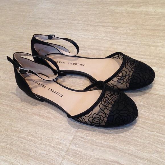 8d9b25a12c7  Black  Closed-toe Flats w  Ankle Strap🎉HP