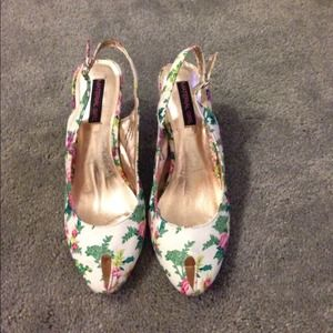 Material Girl Shoes - SOLD*Material girl low/ mid heel floral print