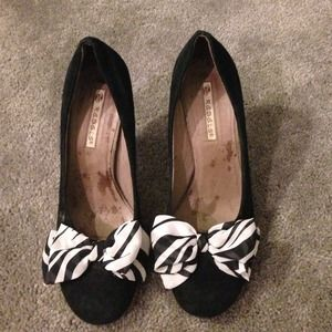 rebels Shoes - Black and white Bow pumps