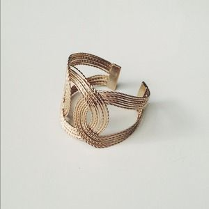 Jewelry - SALE!! - Gold Interwoven Cuff