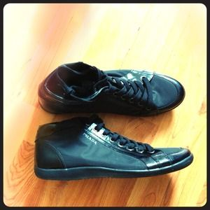 For the men! Black Prada shoes .. Male