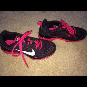 nike tennis shoes hot pink