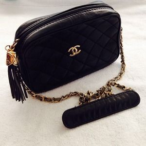 CHANEL Bags - 🚫SOLD🚫💯 Chanel vintage Crossbody bag 1
