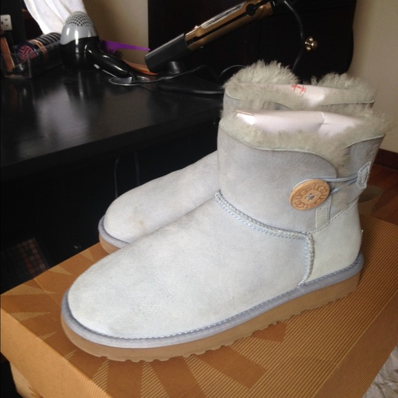 UGGS Low top.