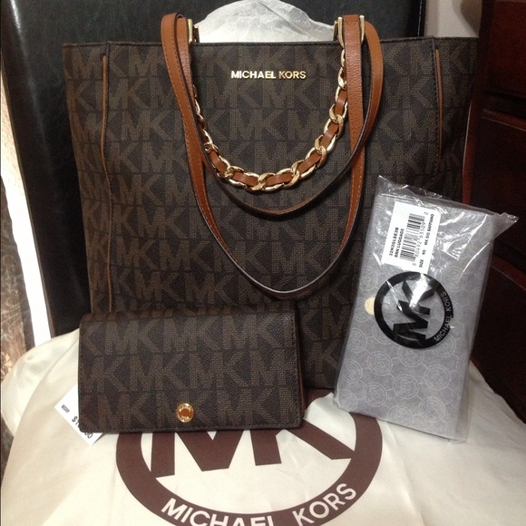 70da54d109a1 Michael Kors Bags | Reserve For Juskaydmk Harper Tote With Wallet ...